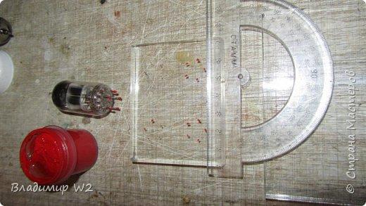 Как заставить радиолампу светиться? Материалы: оргстекло (стеклопластик) радиолампы, лампочки от гирлянды, провода. фото 11