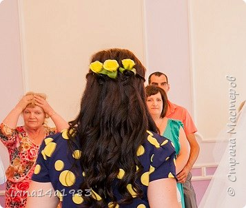 Добрый день!  Все началось с того, что меня с мужем пригласили на свадьбу. За время декрета у меня отросли достаточно длинные волосы, и мне захотелось красивой прически.  фото 17