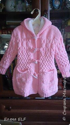 Вот такое пальтишко связала моя мама для моей дочки. Шапочку вязала знакомая девочка. пальто внутри на флисовом подкладе. фото 4