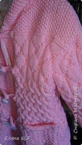 Вот такое пальтишко связала моя мама для моей дочки. Шапочку вязала знакомая девочка. пальто внутри на флисовом подкладе. фото 5