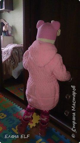 Вот такое пальтишко связала моя мама для моей дочки. Шапочку вязала знакомая девочка. пальто внутри на флисовом подкладе. фото 2