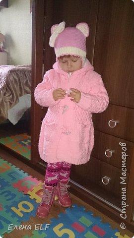Вот такое пальтишко связала моя мама для моей дочки. Шапочку вязала знакомая девочка. пальто внутри на флисовом подкладе. фото 1