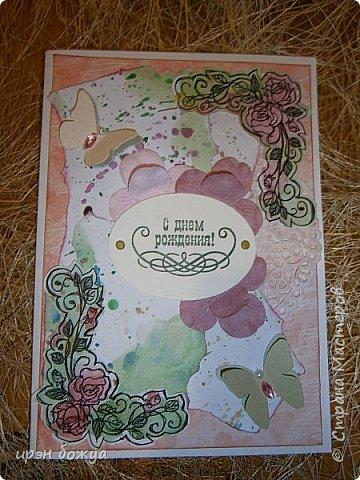 Сегодня я к Вам вот с такими открыточками. В работе использовала картинки, которые раскрасила акварелью и  отрисовала гелевой ручкой. В качестве фона использовала простую бумагу с набрызгом из тех же цветов, что использованы при раскрашивании картинки.Работать с акварелью очень понравилось. У меня есть работы с этим материалом (см. тут http://stranamasterov.ru/node/1041574  и здесь   http://stranamasterov.ru/node/1048915 ) фото 3