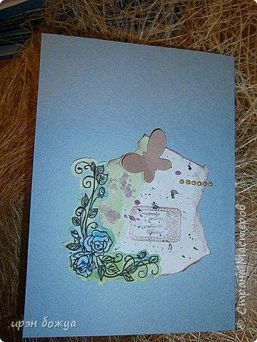 Сегодня я к Вам вот с такими открыточками. В работе использовала картинки, которые раскрасила акварелью и  отрисовала гелевой ручкой. В качестве фона использовала простую бумагу с набрызгом из тех же цветов, что использованы при раскрашивании картинки.Работать с акварелью очень понравилось. У меня есть работы с этим материалом (см. тут http://stranamasterov.ru/node/1041574  и здесь   http://stranamasterov.ru/node/1048915 ) фото 15