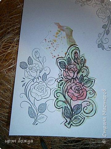 Сегодня я к Вам вот с такими открыточками. В работе использовала картинки, которые раскрасила акварелью и  отрисовала гелевой ручкой. В качестве фона использовала простую бумагу с набрызгом из тех же цветов, что использованы при раскрашивании картинки.Работать с акварелью очень понравилось. У меня есть работы с этим материалом (см. тут http://stranamasterov.ru/node/1041574  и здесь   http://stranamasterov.ru/node/1048915 ) фото 10