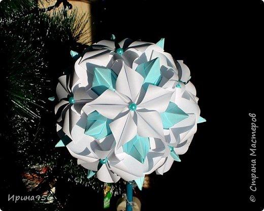Основа - Little Turtle Tomoko Fuse 30 модулей 11х11 см. МК http://all-origami.livejournal.com/66074.html Цветы (автор Alexandra Abovyan), 12 шт., из 60 прямоугольных равнобедренных треугольников с гипотенузой 8,6 см. Видео https://www.youtube.com/watch?v=dkR-oEx5RZQ Размер - около 13 см. фото 15