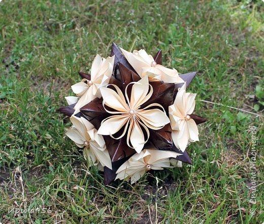 Основа - Little Turtle Tomoko Fuse 30 модулей 11х11 см. МК http://all-origami.livejournal.com/66074.html Цветы (автор Alexandra Abovyan), 12 шт., из 60 прямоугольных равнобедренных треугольников с гипотенузой 8,6 см. Видео https://www.youtube.com/watch?v=dkR-oEx5RZQ Размер - около 13 см. фото 8
