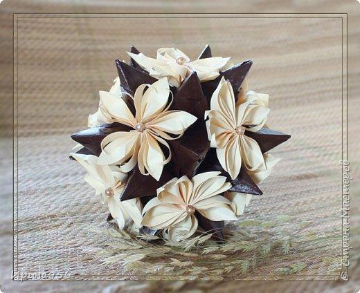 Основа - Little Turtle Tomoko Fuse 30 модулей 11х11 см. МК http://all-origami.livejournal.com/66074.html Цветы (автор Alexandra Abovyan), 12 шт., из 60 прямоугольных равнобедренных треугольников с гипотенузой 8,6 см. Видео https://www.youtube.com/watch?v=dkR-oEx5RZQ Размер - около 13 см. фото 7