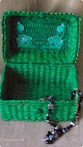 Добрый вечер! Давно в хотелках была ящерка ( мк Пустельги),вот наконец сплела на подарок малахитовую шкатулку.Трубочки газетный край покрашено колером+грунтовка,сверху патина золотом (что-то её плохо видно) фото 3