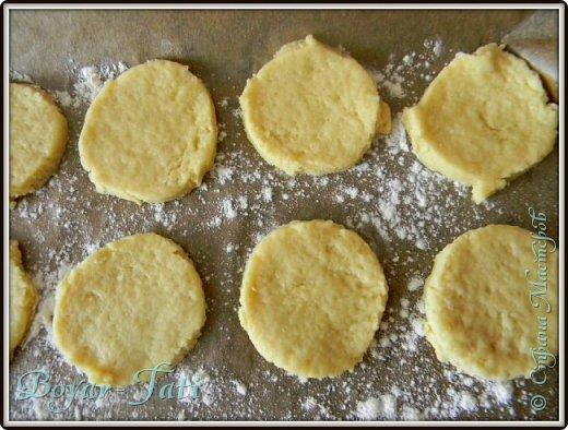 Здравствуйте! Хочу представить вашему вниманию вкусный и очень простой рецепт сметанного печенья! Если хочется что-нибудь быстренько приготовить к чаю,то это то что нужно!) фото 7