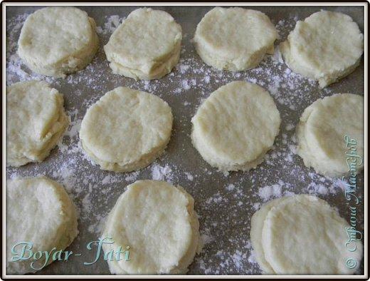Здравствуйте! Хочу представить вашему вниманию вкусный и очень простой рецепт сметанного печенья! Если хочется что-нибудь быстренько приготовить к чаю,то это то что нужно!) фото 8