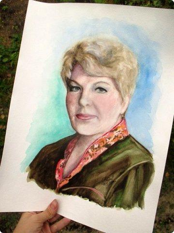 Результат трех бессонных ночей) Портрет в подарок начальнице от коллектива. Акварель. Формат А3.  фото 3
