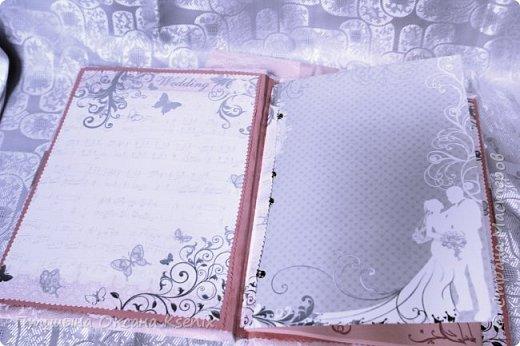 Добрый день прекрасным жителям мирной страны мастеров!    У моей любимой сестренки недавно была великолепнейшая и очень нежная  свадьба (^-^)  Каждый из нашей семьи помогал как мог при организации этого замечательного события  и ,  конечно  же,  я внесла свою лепту :)   Вот такие вот получились книжка и папочка для молодых. фото 2