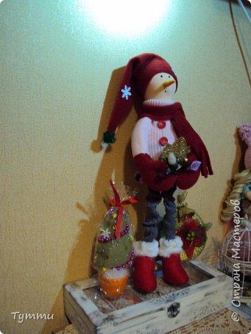 вот такой снеговик сшился ростик 40см, девочки хочется услышать критику и различные советы... фото 2