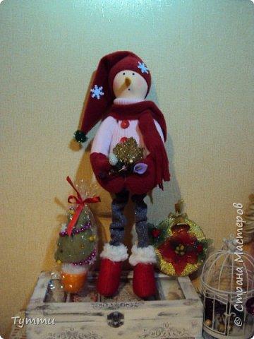 вот такой снеговик сшился ростик 40см, девочки хочется услышать критику и различные советы... фото 1