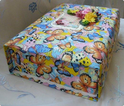Доброго времени суток всем)  Сотворились у меня еще 2 шкатулки по заказу.)  Первая для детских резиночек, размер большой 35 на 25, вместительная получилась, увидела ткань и сразу влюбилась) фото 5