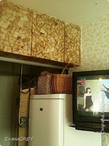 Писала о ремонте на кухне, забыла рассказать об отделке антресоли чайными пакетиками. Начало этой истории здесь http://stranamasterov.ru/node/786264 и здесь http://stranamasterov.ru/node/891297. Антресоль покрашена белой краской, оклеена чайными пакетиками, покрыта лаком. фото 1