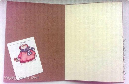 Всем привет!  Вот уже выпал снег и, мне кажется, уже многие задумались о новогодних открытках.  На скорую руку сделала вот такую открыточку со снеговиками. Попыталась сделать имитацию полароидных фотоснимков.  Основа - крафт-картон, декоративная бумага. Снеговики - уже готовая работа, полоску с ними покупала в Фабрике Декору. фото 4