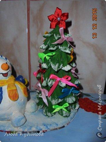 Здравствуйте, эти поделки делали в детский сад. Это снеговик с елочкой из соленого теста. фото 3