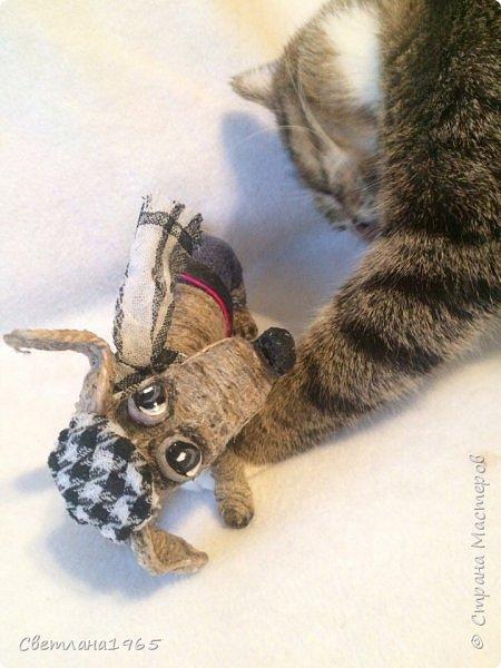 Здравствуйте!Собакин сделан на лампочке,обмотанной синтепоном,голова из синтепона,Шпагат из льна  фото 3