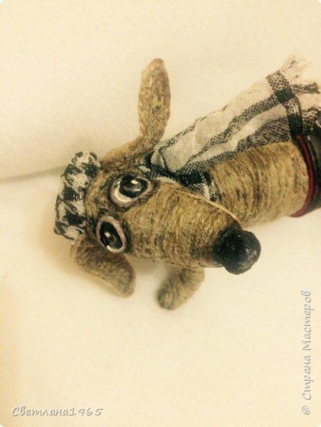 Здравствуйте!Собакин сделан на лампочке,обмотанной синтепоном,голова из синтепона,Шпагат из льна  фото 2