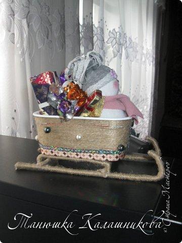 Под впечатлением от работ своих соседей из Страны я решила подготовить чудо-сани для помощи Деду Морозу в перевозке подарков для ребят  в свой терем-теремок)))мк саней подсмотрела здесь http://stranamasterov.ru/node/676242 большое спасибо очень пригодилось) фото 6