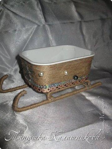 Под впечатлением от работ своих соседей из Страны я решила подготовить чудо-сани для помощи Деду Морозу в перевозке подарков для ребят  в свой терем-теремок)))мк саней подсмотрела здесь http://stranamasterov.ru/node/676242 большое спасибо очень пригодилось) фото 4