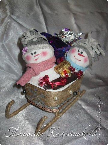 Под впечатлением от работ своих соседей из Страны я решила подготовить чудо-сани для помощи Деду Морозу в перевозке подарков для ребят  в свой терем-теремок)))мк саней подсмотрела здесь http://stranamasterov.ru/node/676242 большое спасибо очень пригодилось) фото 9