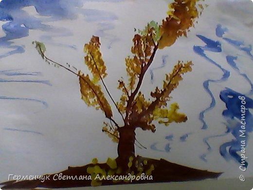 """""""Осенние деревья"""" Стволы  деревьев и веточки  кустов  нарисованы с помощью выдувания  краски коктейльной  трубочкой.Работы учащихся 4""""В"""" класса фото 6"""
