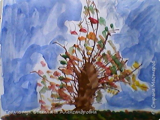 """""""Осенние деревья"""" Стволы  деревьев и веточки  кустов  нарисованы с помощью выдувания  краски коктейльной  трубочкой.Работы учащихся 4""""В"""" класса фото 7"""