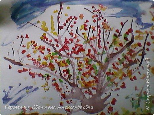 """""""Осенние деревья"""" Стволы  деревьев и веточки  кустов  нарисованы с помощью выдувания  краски коктейльной  трубочкой.Работы учащихся 4""""В"""" класса фото 5"""