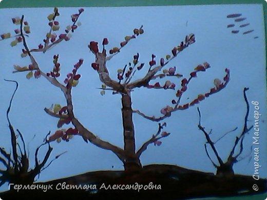 """""""Осенние деревья"""" Стволы  деревьев и веточки  кустов  нарисованы с помощью выдувания  краски коктейльной  трубочкой.Работы учащихся 4""""В"""" класса фото 9"""