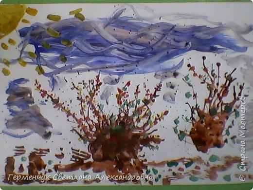 """""""Осенние деревья"""" Стволы  деревьев и веточки  кустов  нарисованы с помощью выдувания  краски коктейльной  трубочкой.Работы учащихся 4""""В"""" класса фото 11"""