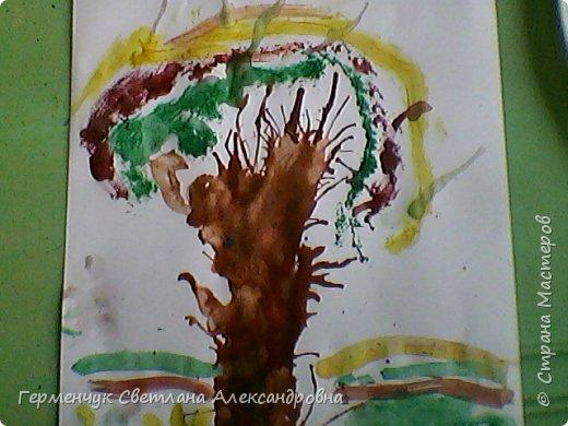 """""""Осенние деревья"""" Стволы  деревьев и веточки  кустов  нарисованы с помощью выдувания  краски коктейльной  трубочкой.Работы учащихся 4""""В"""" класса фото 22"""