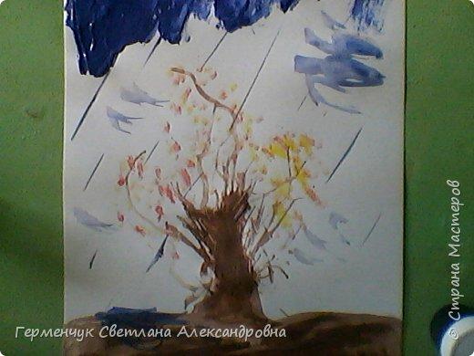 """""""Осенние деревья"""" Стволы  деревьев и веточки  кустов  нарисованы с помощью выдувания  краски коктейльной  трубочкой.Работы учащихся 4""""В"""" класса фото 18"""