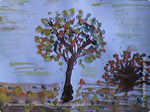 """""""Осенние деревья"""" Стволы  деревьев и веточки  кустов  нарисованы с помощью выдувания  краски коктейльной  трубочкой.Работы учащихся 4""""В"""" класса фото 3"""