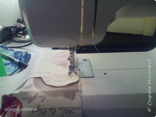 Доброго времени суток. Сегодня я покажу, как я делала диван для кукол.  Для работы я взяла, такие материалы, как: 1. Поролон 2. Пенополистирол (можно пенопласт) 3. Клей-пистолет 4. Материал для обшивки 5. Иголки, линейка,канцелярский нож. фото 12