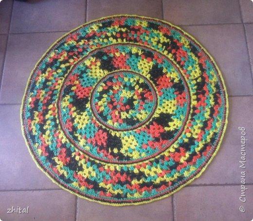 Этот коврик тоже мама связала. Уж очень ей нравится зелень... фото 3