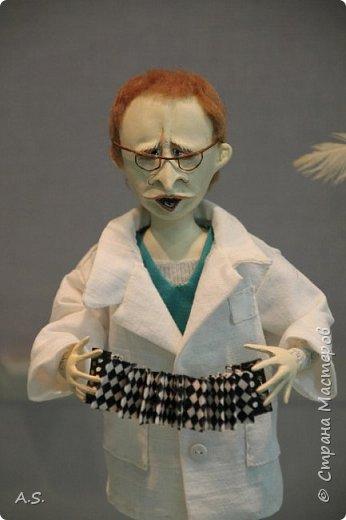 """Вчера в нашем Краеведческом музее открылась еще одна замечательная выставка  кукол, шаржи """"Фильм, фильм, фильм..."""" Куклы - артисты... Думаю, любого можно узнать без труда. Да и само открытие было замечательным: кадры из любимых фильмов, много интересных сведений о советском кинематографе ... и даже чай с блинами.   фото 5"""