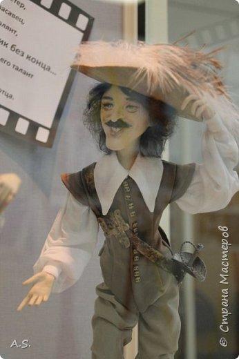 """Вчера в нашем Краеведческом музее открылась еще одна замечательная выставка  кукол, шаржи """"Фильм, фильм, фильм..."""" Куклы - артисты... Думаю, любого можно узнать без труда. Да и само открытие было замечательным: кадры из любимых фильмов, много интересных сведений о советском кинематографе ... и даже чай с блинами.   фото 1"""