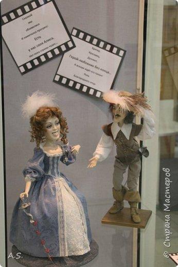 """Вчера в нашем Краеведческом музее открылась еще одна замечательная выставка  кукол, шаржи """"Фильм, фильм, фильм..."""" Куклы - артисты... Думаю, любого можно узнать без труда. Да и само открытие было замечательным: кадры из любимых фильмов, много интересных сведений о советском кинематографе ... и даже чай с блинами.   фото 3"""