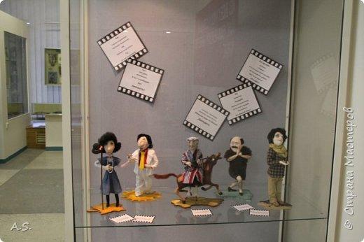 """Вчера в нашем Краеведческом музее открылась еще одна замечательная выставка  кукол, шаржи """"Фильм, фильм, фильм..."""" Куклы - артисты... Думаю, любого можно узнать без труда. Да и само открытие было замечательным: кадры из любимых фильмов, много интересных сведений о советском кинематографе ... и даже чай с блинами.   фото 8"""