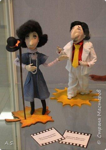 """Вчера в нашем Краеведческом музее открылась еще одна замечательная выставка  кукол, шаржи """"Фильм, фильм, фильм..."""" Куклы - артисты... Думаю, любого можно узнать без труда. Да и само открытие было замечательным: кадры из любимых фильмов, много интересных сведений о советском кинематографе ... и даже чай с блинами.   фото 9"""