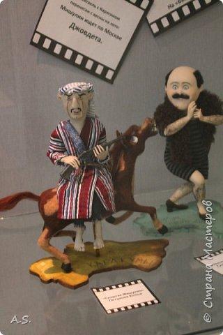 """Вчера в нашем Краеведческом музее открылась еще одна замечательная выставка  кукол, шаржи """"Фильм, фильм, фильм..."""" Куклы - артисты... Думаю, любого можно узнать без труда. Да и само открытие было замечательным: кадры из любимых фильмов, много интересных сведений о советском кинематографе ... и даже чай с блинами.   фото 10"""