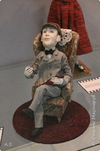 """Вчера в нашем Краеведческом музее открылась еще одна замечательная выставка  кукол, шаржи """"Фильм, фильм, фильм..."""" Куклы - артисты... Думаю, любого можно узнать без труда. Да и само открытие было замечательным: кадры из любимых фильмов, много интересных сведений о советском кинематографе ... и даже чай с блинами.   фото 13"""
