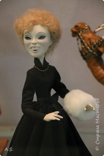 """Вчера в нашем Краеведческом музее открылась еще одна замечательная выставка  кукол, шаржи """"Фильм, фильм, фильм..."""" Куклы - артисты... Думаю, любого можно узнать без труда. Да и само открытие было замечательным: кадры из любимых фильмов, много интересных сведений о советском кинематографе ... и даже чай с блинами.   фото 16"""