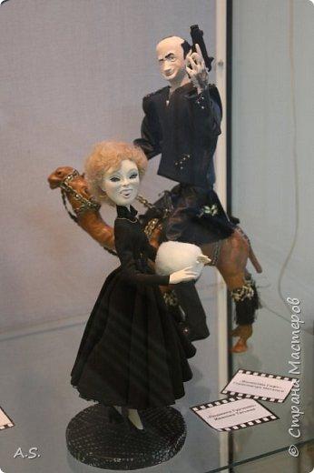 """Вчера в нашем Краеведческом музее открылась еще одна замечательная выставка  кукол, шаржи """"Фильм, фильм, фильм..."""" Куклы - артисты... Думаю, любого можно узнать без труда. Да и само открытие было замечательным: кадры из любимых фильмов, много интересных сведений о советском кинематографе ... и даже чай с блинами.   фото 18"""