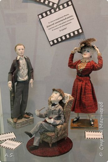 """Вчера в нашем Краеведческом музее открылась еще одна замечательная выставка  кукол, шаржи """"Фильм, фильм, фильм..."""" Куклы - артисты... Думаю, любого можно узнать без труда. Да и само открытие было замечательным: кадры из любимых фильмов, много интересных сведений о советском кинематографе ... и даже чай с блинами.   фото 14"""