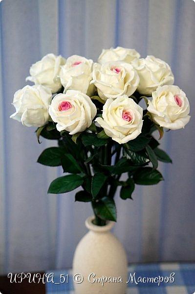 Здравствуйте! Сегодня я с букетом роз. Цветы выполнены из зефирного фома.  Приглашаю к просмотру.  фото 2