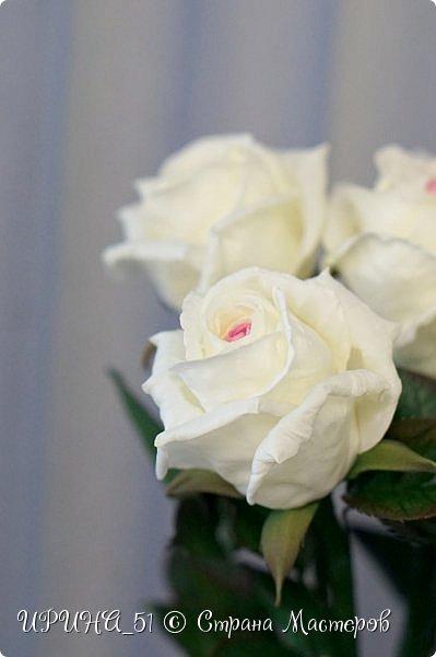 Здравствуйте! Сегодня я с букетом роз. Цветы выполнены из зефирного фома.  Приглашаю к просмотру.  фото 12